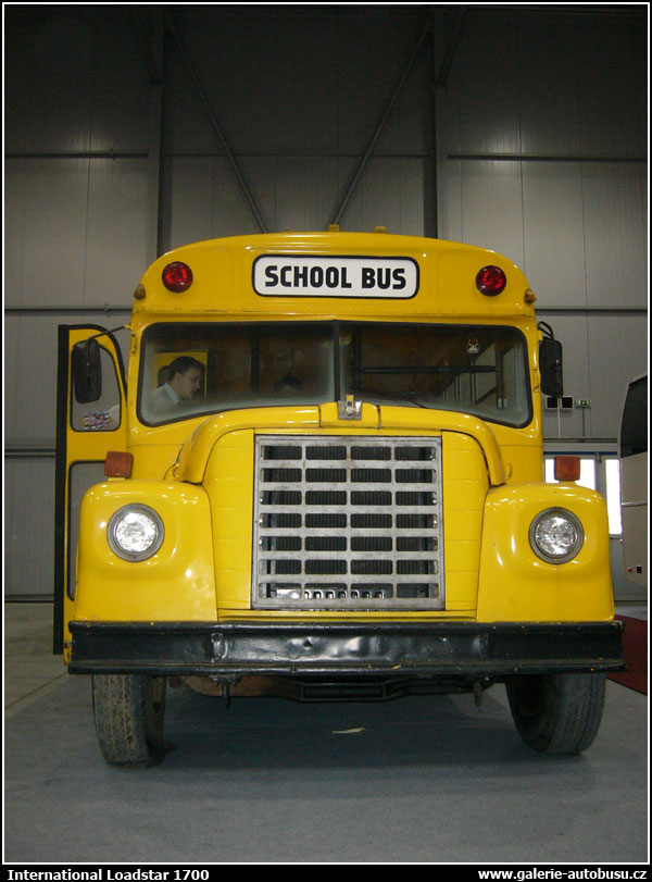 Autobus International Loadstar 1700
